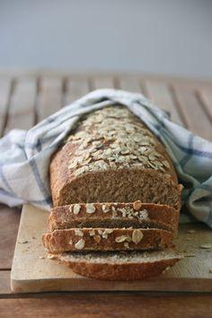Pan de molde fácil de avena y miel Banana Bread, Desserts, Food, Bonbon, Oatmeal, Honey, Pebble Stone, Pie, Tailgate Desserts