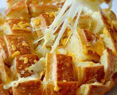 Cheesy Pull-Apart Garlic Bread Easy Appetizer Recipes, Appetizers, Pull Apart Garlic Bread, Bread Recipes, Waffles, Favorite Recipes, Meals, Breakfast, Food