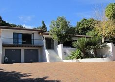 4 Bedroom House for sale in Kenridge Heights   Contact:  Daryl Kinder daryl@sirctn.co.za  Tel: 021 979 4396 Mobile: 071 298 3294