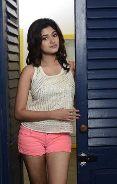 awesome Tamil cinema heroin Oviya latest hd wallpapers