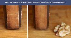 Frotter une noix sur des vieux meubles abimés effacera les rayures