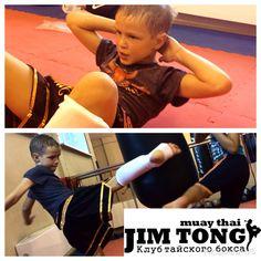 Детские группы от 7 до 11 лет   Тренировки в этой группе развивают  общефизическую подготовку. Дети изучают боевой танец, отрабатывают технику муай тай в строю, парах, мешках, исключены контактные поединки.  В результате регулярных занятий у ребенка повышается выносливость и сила, развивается гибкость и эластичность мышц и связок, что снижает риск получения травм. Повышается устойчивость к заболеваниям, развивается координация и ловкость.