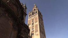 La Giralda, el puente de Triana, la plaza de España, la Judería... Paco Nadal recorre la ciudad de la mano de su anfitrión con Airbnb