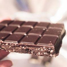 Kutsu vapauteen: Raakasuklaa luonnollisesti makeutettuna- tämänhetkinen suosikki ohjeeni:) Candy, Chocolate, Desserts, Food, Sweet, Deserts, Sweets, Schokolade, Candles