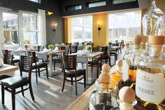 Unser lichtdurchflutetes Restaurant ist der ideale Ort für einen gemütlichen Abend. Restaurant, Table Decorations, Furniture, Home Decor, Decoration Home, Room Decor, Diner Restaurant, Home Furnishings, Restaurants