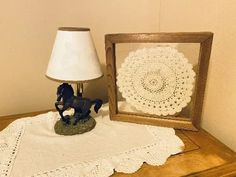 The prefect gift for a house warming, bedroom, bathroom, livingroom, for that classy look. Borgmanns Creations Wall Hanger, Hangers, Doily Art, Rustic Home Interiors, Country Farmhouse Decor, Hanging Signs, Crochet Doilies, Special Gifts, House Warming