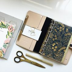 Loving this new navy blue with gold foil flowers dashboard. Now available in the shop.  #mintedsugar #onmydesk #officelife #plannerinspiration #filofax #filofaxobsession #filofaxaddict #filofaxobsessed #LVoe #lvlover #lvagenda #lvagendamm  #plannerista #plannerinspo #planneraddict #plannerinserts #plannercommunity #plannerlove #officestyle #lvagendagm #louisvuittonagenda #louisvuittonagendamm #louisvuittonagendagm #plannerdividers #kikkiplanner #kikkikplannerlove #katespadeplanner…