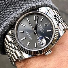 Rolex Silver Datejust with a black dial and a Jubilee Watch Bracelet. Presenting the finest Men's Watches collection inspiration sharing. Best gift for men in fine suits. Rolex Datejust, Rolex Watches For Men, Luxury Watches For Men, Men's Watches, Stylish Watches, Cool Watches, Bracelet Cuir, Bracelet Watch, Guides De Style