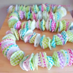 DIY Cupcake Wrapper Bunting Tutorial Cupcake Garland, Diy Cupcake, Diy Garland, Cupcake Party, Garlands, Cute Crafts, Crafts To Do, Crafts For Kids, Birthday Photo Background