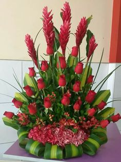 Vegetable Carving, Christmas Centerpieces, Culinary Arts, Black History Month, Red Roses, Floral Arrangements, Flowers, Design, Wedding Table
