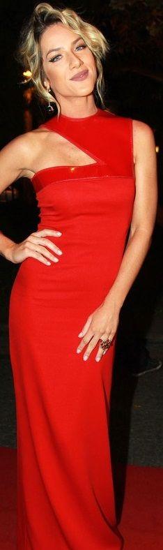 Giovanna Ewbanck #PrêmioGeraçãoGlamour  http://claudiabassoboutique.com.br/tapete-vermelho/tapete-vermelho-os-looks-premio-geracao-glamour/