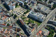 Friedrichstrasse Ecke Oranienburgerstrasse in Berlin-Mitte.Rechts oben der Friedrichstadtpalast,das Kunsthaus Taceles sehen Sie in der Bildmitte (Gebaeude mit rotem Dach)2013