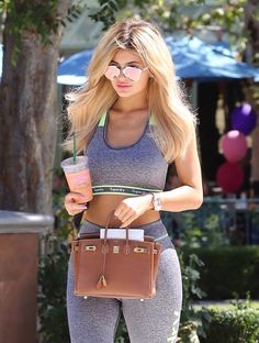 Find images and videos about kylie jenner, kardashian and jenner on We Heart It - the app to get lost in what you love. Estilo Kylie Jenner, Kylie Jenner Outfits, Photoshoot Kylie Jenner, Trajes Kylie Jenner, Looks Kylie Jenner, Kylie Jenner Instagram, Kendall And Kylie Jenner, Kyle Jenner, Kylie Jenner Hair Blonde
