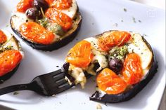 Un contorno vegetariano semplice e genuino dal sapore mediterraneo, con pomodorini e scamorza affumicata super filante!