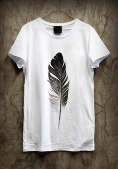 simple middle of t-shirt comntrast stands out the feather