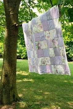 This says it is an easy quilt tutorial