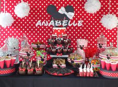 Cute Minnie Mouse birthday party food table decor...may have to do this for our little ones first birthday.