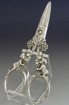 BEAUTIFUL 830 SOLID SILVER CHERUB GRAPE SCISSORS c1900 ANTIQUE