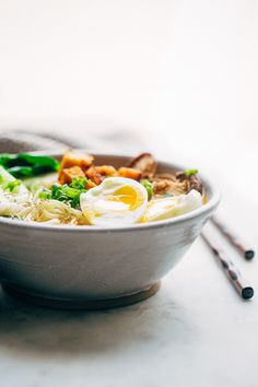 Homemade spicy curry ramen loaded with veggies, tofu, and a half boiled egg. This ramen noodle bowl is perfect for cold rainy evenings! Ramen Recipes, Clean Recipes, Veggie Recipes, Vegetarian Recipes, Cooking Recipes, Curry Ramen, Tofu Curry, Beef And Noodles, Asian Noodles