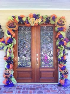 Creative Thanksgiving Front Door Decoration Ideas 27 1 on Home Architecture Tagged on Creative Thanksgiving Front Door Decoration Ideas 27 Holiday Door Decorations, Seasonal Decor, Halloween Decorations, Halloween Garland, Holidays Halloween, Halloween Ideas, Make Your Own Wreath, Halloween Front Doors, Homemade Halloween
