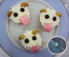 Poro are the tiny, fluffy creatures with big pink tongues that inhabit the Howling Abyss in the game League of Legends. Here's how to make a poro cupcake!