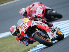 モトGPクラスで2位に入ったマルク・マルケス(手前)の走り=12日、栃木・ツインリンクもてぎ ▼12Oct2014時事通信 マルケスさらに進化=オートバイ日本GP http://www.jiji.com/jc/zc?k=201410/2014101200143 #Marc_Marquez