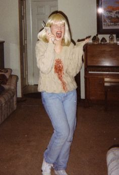 DIY Halloween costumes from my past - Casey Becker (Drew Barrymore) from Scream Scream Halloween Costume, Halloween Costumes Women Creative, Hallowen Costume, Halloween Kostüm, Couple Halloween Costumes, Halloween Outfits, Costume Ideas, Halloween Makeup, Movie Character Halloween Costumes