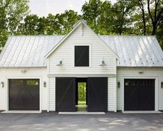 garage ideas Why you need a detached garage? Its also great for the overall house look. You have a neat standalone house without garage as its tails (or wings). Plan Garage, Garage Exterior, Garage Shop Plans, Garage Workshop Plans, Exterior Barn Doors, Diy Workshop, Metal Building Homes, Building A Shed, Building Ideas