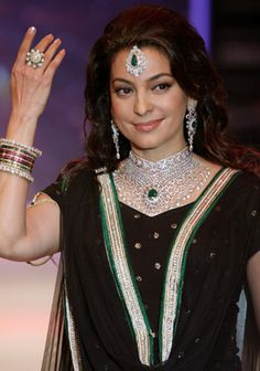 Bollywood stars add glamour to India International Jewellery Week
