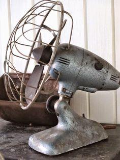 Cooling off, vintage style. Antique Fans, Vintage Fans, Vintage Antiques, Vintage Style, Industrial Chic, Vintage Industrial, Old Fan, Electric Fan, Aging Wood