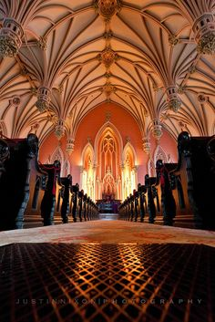 Beautiful Gothic vaulted ceiling in The First and Franklin Street Presbyterian Church (photo by Justin Nixon) Art Et Architecture, Beautiful Architecture, Beautiful Buildings, Architecture Details, Beautiful Places, Cathedral Church, Gothic Cathedral, Old Churches, Chapelle
