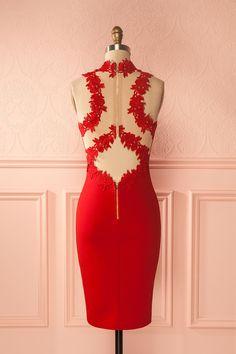 Robe cocktail rouge avec détails de filet et dentelle - Red cocktail dress with lace and mesh details