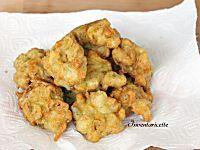 I fiori di zucca gratinati al forno sono saporiti e gustosi ma leggeri e delicati. Niente fritto, ma un ripieno di ricotta e prosciutto da leccarsi i baffi.