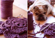 1 meter in diameter). He has a very nice romantic shade. Crochet Coaster Pattern, Crochet Mat, Crochet Patterns, Yarn Projects, Projects To Try, T Shirt Yarn, Merino Wool Blanket, Free Pattern, Knitting