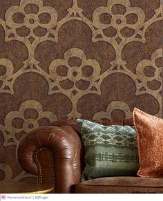 Eijffinger Sundari #behang #wallpaper #interieur #interior How To Hang Wallpaper, Throw Pillows, Vibrant Colors, Wallpaper, Pip Studio, Fish Scale Pattern, Pillows, Exterior Decor, Home Wallpaper