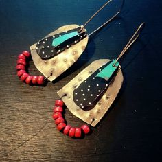 Stamped tin archive earrings with black and white polkadots & red beads – Jewelry Paper Jewelry, Fabric Jewelry, Enamel Jewelry, Polymer Clay Jewelry, Metal Jewelry, Boho Jewelry, Custom Jewelry, Jewelry Crafts, Jewelry Art