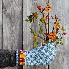 Ravelry: Trondheim pattern by Pia Kammeborn Mittens Pattern, Knit Mittens, Knitted Gloves, Trondheim, Knitting Needles, Fiber Art, Ravelry, Needlework, Knitting Patterns