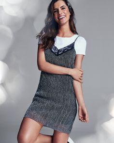 O lurex foi uma das grandes tendências nos anos 80 e volta com tudo nessa estação. Nossa dica para deixar a produção mais moderna é combinar o vestido com uma t-shirt branca básica. Um look simples, prático e cheio de estilo. Aposte. #VemProvar #CelebreMais Marchesa, T Shirt Branca, Ideias Fashion, Shirt Dress, Shirts, Dresses, Products, Maxi Dresses, Silk Thread