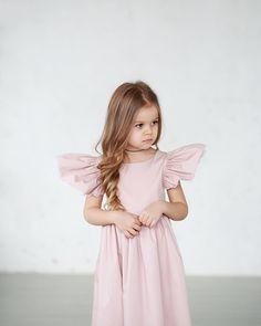 Это платье-сарафан вы наверняка помните в бирюзовом цвете ..в белый горошек))Так как эту модель полюбили наши маленькие куколки и их мамы ,мы повторили эту нежность ...в этот раз в цвете пудры  ...и не только ☺️❤️... • Состав: 100% хлопок. • Размеры в наличии : 104,110. • Размеры на заказ: 86,92,98,104,110,116,122. • Цена: 7000. • Все вопросы и оформление заказа в W/A : +79126365902. • Доставка по всему . #miko_D0008#miko_kids #conceptkidswear #dress #forkids #pink #большечемплатья