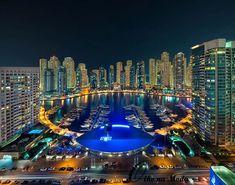 Vista noturna de Dubai Marina