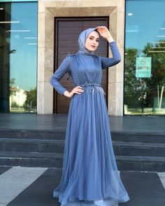 Image may contain: one or more people and standing people Tesettür Pantolon Modelleri 2020 Muslim Fashion, Modest Fashion, Hijab Fashion, Fashion Dresses, Simple Dress Pattern, Hijab Dress Party, Muslim Girls, Party Fashion, Simple Dresses