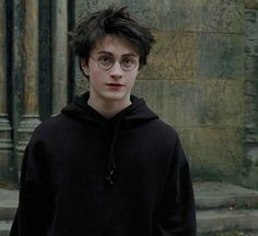 Daniel Radcliffe as Harry Potter Harry Potter Tumblr, Harry James Potter, Images Harry Potter, Estilo Harry Potter, Harry Potter Friends, Harry Potter Icons, Mundo Harry Potter, Harry Potter Cast, Harry Potter Characters