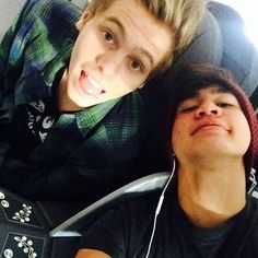 ♡5SOS Preferences♡ - ♡How He Cuddles♡ - Page 1 - Wattpad