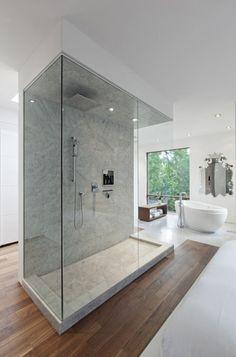 O banheiro é um lugar para aliviar o peso do dia-a-dia e recarregar as energias. Nada como um gostoso banho para relaxar, não é mesmo? Por isso, é muito im