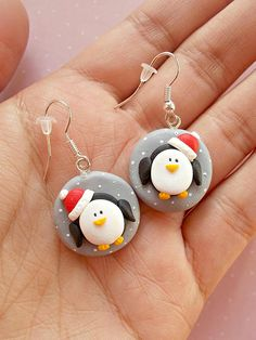 Snowman Earrings - Christmas Gifts- Secret Santa Gift Ideas - Winter earrings - Xmas jwellery - Christmas Gift for girlfriend Clay Art Projects, Polymer Clay Projects, Polymer Clay Creations, Diy Clay, Clay Crafts, Polymer Clay Ornaments, Polymer Clay Charms, Polymer Clay Earrings, Clay Christmas Decorations