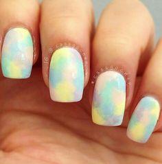 Pastel marble nail