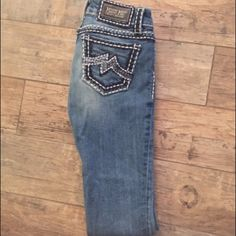 Miss Me Sz 25 skinny Great condition, no rips or tears. Sz 25 skinny. Lightly distressed look. Super cute for everyday wear Miss Me Jeans Skinny