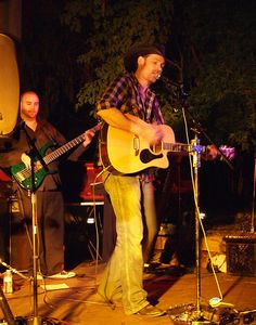 Tom Drinnon performs as Tim McGraw at The Groveland Hotel's Yosemite Courtyard Cabaret, September 7, 2012
