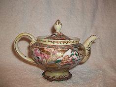 Vintage Porcelain Gold Moriage Fine Painted Asian Art Scalloped Tea Pot Stunning Chocolate Pots, Chocolate Coffee, Tea Sets, Asian Art, Pet Supplies, Art Decor, Porcelain, Pottery, Ceramics