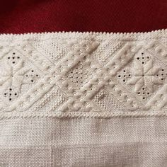 Hardanger Embroidery, Textiles, Instagram, Diy And Crafts, Ideas, Tutorials, Dots, Flowers, Broderie Anglaise